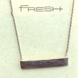 """Nameplate necklace """"Sisters"""""""